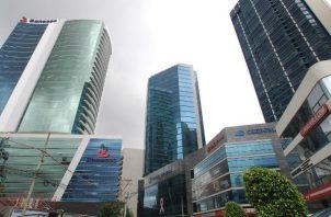 El centro bancario de Panamá, una importante plaza financiera a nivel regional, cuenta con casi un centenar de instituciones nacionales y extranjeras.