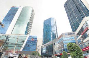 En el país operan más de 50 bancos privados. Archivo