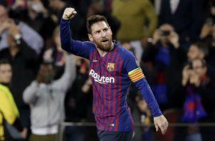El delantero argentino del Barcelona Leo Messi (d) celebra su gol.Foto:EFE