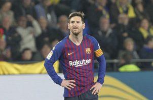 Leo Messi reacciona ante un gol del Villarreal. Foto AP