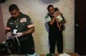 Desconocidos abandonan a un bebé de meses en una pensión de Calidonia. Foto: Policía Nacional.