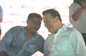 """Adolfo """"Beby"""" Valderrama junto a Juan Carlos Varela."""