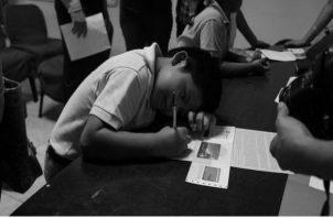 La Beca Universal se creó con la finalidad de disminuir la deserción escolar en todo el territorio nacional y que en principio cubría la educación oficial básica, media y superior con un apoyo económico. Foto: Epasa.