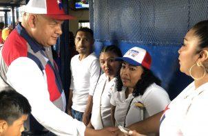 Cinco diputados se reeligen gracias al voto plancha; ciudadanía expresa su repudio. Foto: Benicio Robinson.
