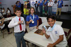 Campeones individuales de las Olimpiadas del Conocimiento, actividad que organizó Knowledge Group. Foto: Cortesía.
