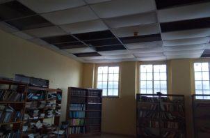 La renovación de la biblioteca formaban parte del proyecto de la alcaldía, pero nunca se llevó a cabo. Foto/Dióedes Sánchez