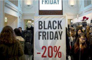"""La fiebre de las compras, no obstante, se dispara cuando llegan los descuentos más jugosos entre ese jueves y el Ciberlunes (""""Cyber Monday"""")."""