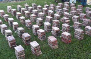 La droga fue ubicada en varios bultos en Bocas del Toro. @SENANPanama