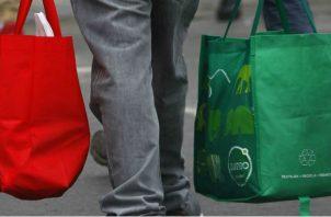 238 comercios a nivel nacional que venden mercancía al por menor han declarado el costo de la bolsa reutilizable. Foto/Archivo