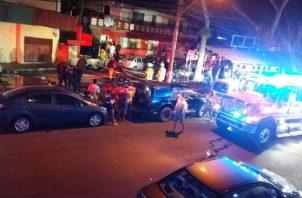 Según reporta el Benemérito Cuerpo de Bomberos de Panamá en su cuenta de Twitter, el fuego se produjo en el primer nivel del edificio de dos pisos.