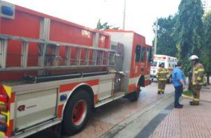 Los bomberos evacuaron el área y solicitaron evitar el lugar.Foto:   @BCBRP