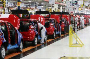 La caída en la producción de autos fue mayor en relación con agosto de este año.