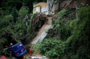 La ciudad de Río de Janeiro está en estado de alerta por las fuertes tormentas y varios puntos de la capital siguen inundados.