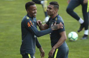Casemiro y  Eder Militao durante el entrenamiento de Brasil. Foto AP