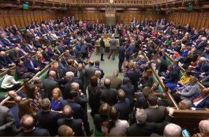 La Cámara de los Comunes votó 432-202 en contra de la versión del pacto negociado entre el gobierno británico y la Unión Europea. FOTO/EFE