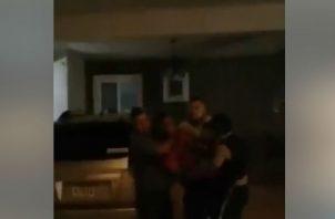 Le dan una paliza a hombre que intentó robar en un casa en Brisas del Golf. Redes sociales.