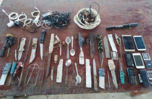 Se encontraron armas punzo cortantes en el penal. Foto: Mayra Madrid.