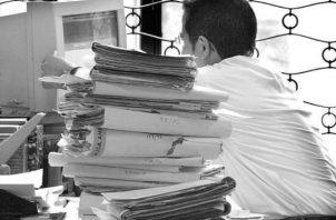Existen metasistemas que consisten en agrupar subsistemas que trabajan de una manera coordinada y dirigida a disminuir los efectos nocivos sociales de la burocracia y el consumo innecesario de tiempo y papel. Foto: EFE.