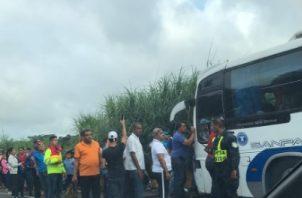 El resto de los pasajeros del autobús, el cual viajaba hacia la provincia de Veraguas, debieron evacuar el transporte a través de la puerta de emergencia, sin ningún tipo de lesión.