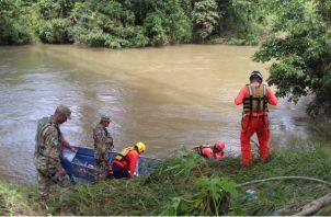 Los cuerpos fueron arrastrados a causa de la cabeza de agua.