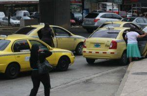 Los taxistas han estado en contra de estas plataformas digitales. Foto de archivo