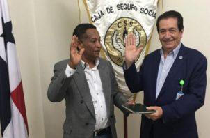 Abel  Vergara Cárdenas (izq.) en su juramentación. Cortesía