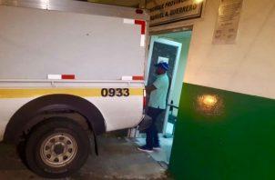 Los restos humanos fueron trasladados a la morgue judicial. Foto: Diómedes Sánchez.