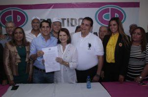 Junta Directiva de Cambio Democrático formalizó la postulación de Ricardo Martinelli en un acto político en el que se dieron muestras de unidad junto al respaldo del partido Alianza. Víctor Arosemena
