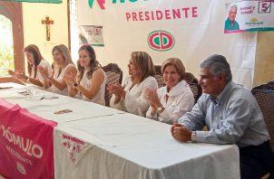 El acto político, en el que se informó de la instalación de la organización Fuerza de Mujeres, contó con la asistencia de Vicky de Roux, esposa del candidato presidencial Rómulo Roux, y la del exministro de Seguridad, José Raúl Mulino.
