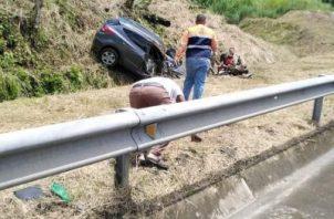 En el vehículo accidentado viajaban una mujer y cuatro niños. Foto/Diómedes Sánchez