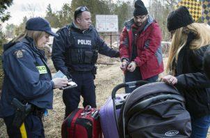 En 2017, 2,550 estadounidenses se presentaron en las fronteras canadienses y solicitaron refugio.
