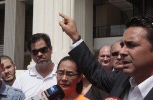 Ricardo Lombana, quien busca una candidatura independiente, criticó que el TE haya cambiado las reglas a solo 40 días del cierre para la entrega de firmas.  Víctor Arosemena