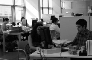 Aumentar la oferta de empleo, con una remuneración adecuada y sostenida a largo plazo, requiere de una efectiva política pública. Foto: EFE.