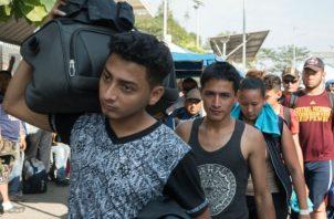 Los primeros migrantes que han ingresado por el puente internacional fronterizo provienen en su mayoría de Honduras.