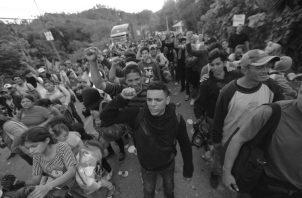 Los migrantes hondureños aducen que escapan de la pobreza extrema, los abusos de violencia oficial, la delincuencia organizada y las maras.