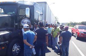 Finalmente los transportistas señalan que la.medida es indefinida hasta recibir respuesta de las autoridades que tienen que resolver el problema.Foto/José Vásquez