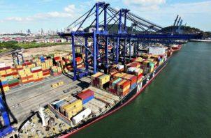 Los trabajadores de Panamá Ports se mantienen en paro parcial en el puerto de Balboa desde hace varios días. Foto/Archivo