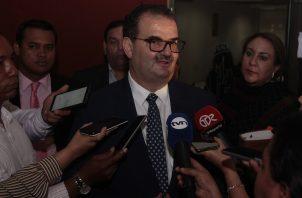 Carlos Carrillo integra el equipo legal del expresidente Ricardo Martinelli. Foto: Víctor Arosemena