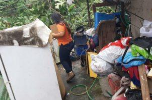 Las casas resultaron inundadas debido a la obstrucción de una quebrada cercana, en Pedregal.