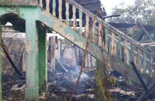 La emergencia fue atendida por bomberos de Chitré y con apoyo de unidades de La Villa de Los Santos. Foto/Thays Domínguez