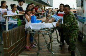 Uno de los heridos en el ataque llega a un hospital en Cúcuta. Foto: EFE.