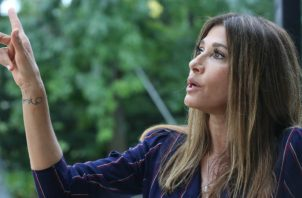 La actriz venezolana Catherine Fulop durante entrevista con Efe, en su residencia en Buenos Aires (Argentina). Foto: EFE.