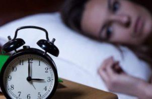 La noche te parece interminable. Las horas desfilas ante ti.
