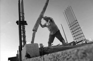 La situación de las industrias vinculadas al cemento, en el año 2018, muestra signos de alarma. Foto EFE
