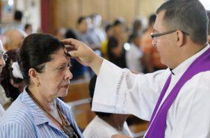 Católicos se preparan para la Pascua. Foto/Archivos