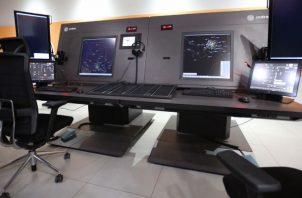 El nuevo centro de Control de Tránsito Aéreo Alterno permite desdoblar el control de aproximación y ruta para absolver mayor tráfico. Foto/Cortesía