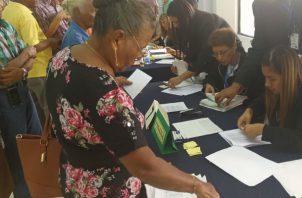 El MEF recomienda a los beneficiarios verificarse en la página de Cepadem para conocer el día y lugar que debe retirar su documento. Foto/Cortesía MEF