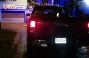 Le dispararon a joven frente a refresquería en Cerro Batea.