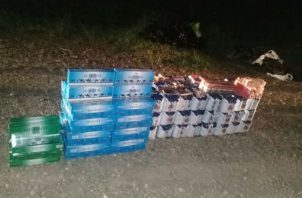Cajas de cervezas y cajetas de cigarrillos fueron decomisados.