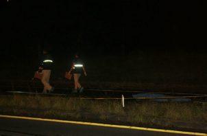 La conductora del auto pick up relató a las unidades de la dirección de Operaciones del Tránsito  (DNOT) de la Policía Nacional (PN) que intentó esquivar al ciclista quien  se lanzó a la vía repentinamente.